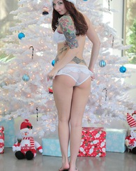 Ivy Snow wishes everyone a Happy Holidays in her sexy lingerie